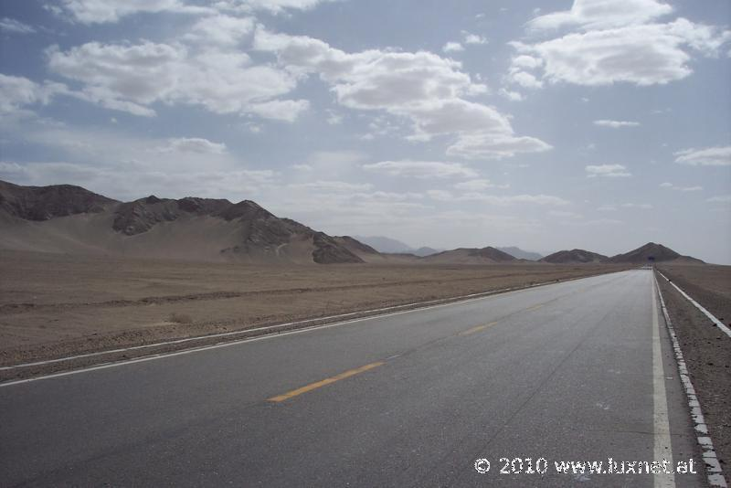 Between Nomahung and Golmud (Qinghai)