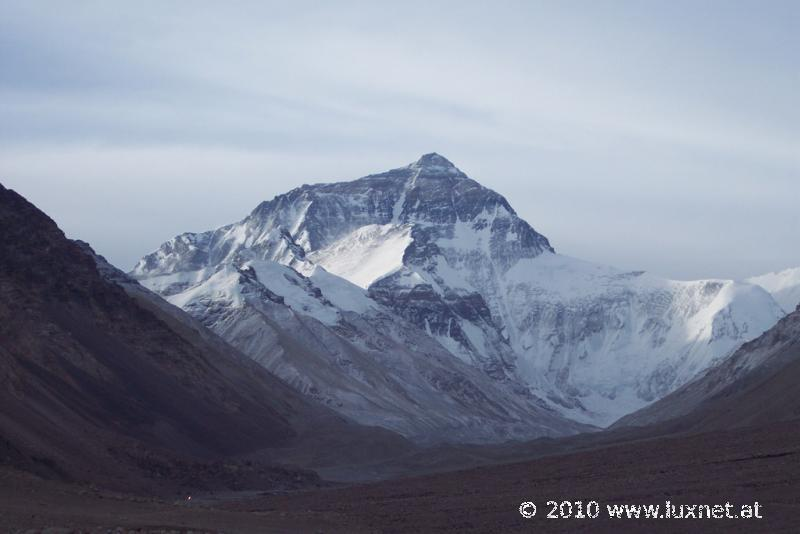 Mt. Everest/Qomolangma, 8844m (Tsang)