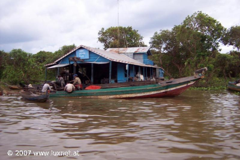Tonle Sap floating village (Siem Reap)